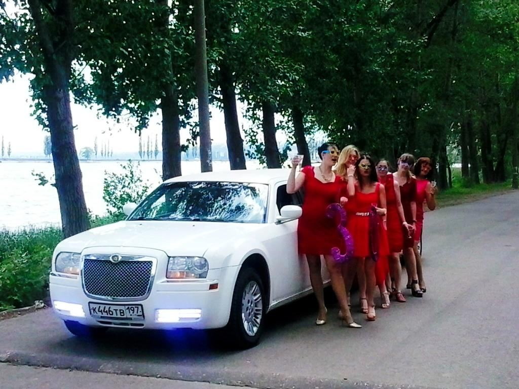 Лимузин Chrysler 300C - фото 4