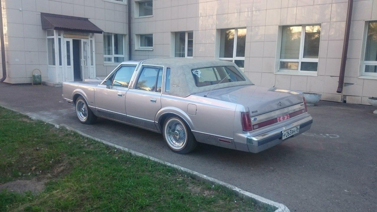 Седан Lincoln Town Car - #2